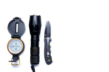 Lampe de poche, boussole, couteau, outils de survie à la campagne
