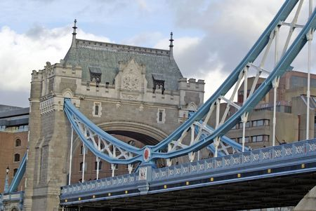 Span of Tower bridge with blue decorated arch                     Фото со стока