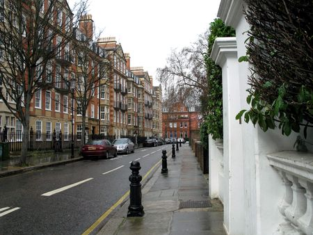 Rainy day on a street in Kensington,London near luxury flats  Stock fotó