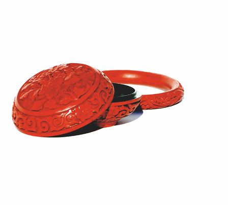 Red chinese carved cinnebar box and bangle Stok Fotoğraf