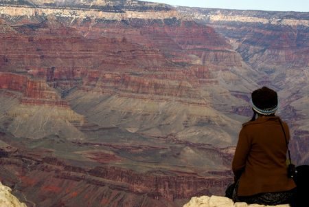 edge: unknown woman on edge of Grand Canyon Stock Photo
