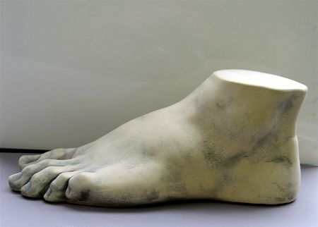 mould of foot with toes