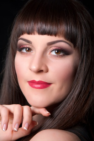 beauty eyes: Close-up portrait of young beautiful woman with trendy make-up