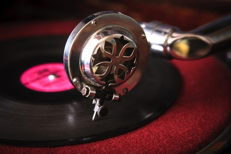 Needle of an old gramophone close-up. Concept of retro music. Stockfoto