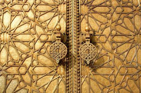puertas de oro principales del palacio real de Marrakech, Marruecos