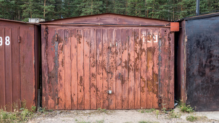 garage doors: rusty garage doors