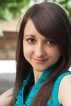 hazel eyes: Retrato de una bella morena joven con ojos de color avellana Foto de archivo
