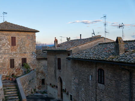 San Gimignano is one of the most iconic and recognizable destinations in all of Tuscany. From every part of the world there is someone who dreams of reaching this ancient village to experience the experience of immersing himself in a perfect medieval post