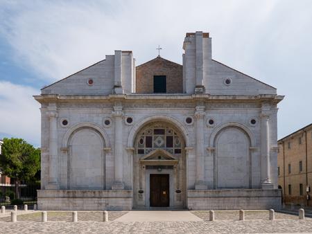 Tempio Malatestiano (che significa Tempio Malatestiano) chiesa cattedrale incompiuta intitolata a San Francesco, Rimini