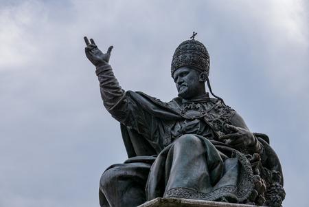Pope Paul V statue Cavour square, Rimini, Italy Redakční