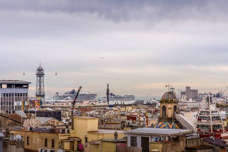 View of the roofs of Barri Gotic from the Cathedral terrace. The harbor in the background. Barcelona, Spain. Stockfoto
