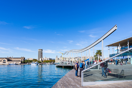 BARCELONA, SPAIN - NOVEMBER  03, 2018: Rambla del mar, close to the harbour of Barcelona. Spain. Redactioneel