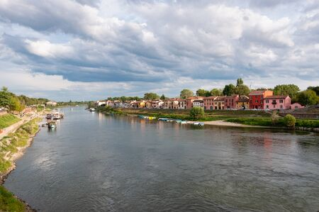 Houses along the banks of the Ticino taken from the Covered Bridge of Pavia, Italy Stockfoto