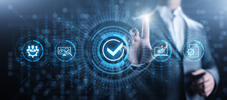 Qualitätsstandards ISO-Sicherheitskontrolle Geschäftstechnologiekonzept. Standard-Bild