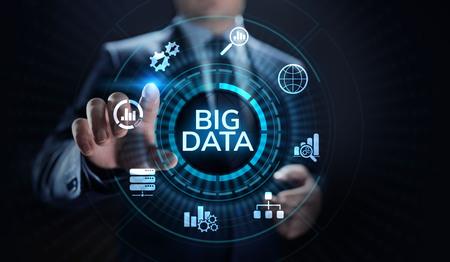 Big data analytics technology internet technology concept. Businessman pressing button on virtual screen. Imagens - 124675993