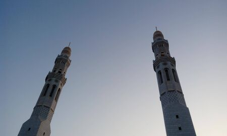 Beautiful White Mosque images or stock photos for islamic festivals or celebrations like ramadan or eid al fitr Foto de archivo