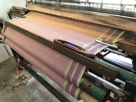 power loom equipment weaving sarees by using wefts and plaiting using thousands of warps and this weaving industry running in south india 免版税图像 - 142456641