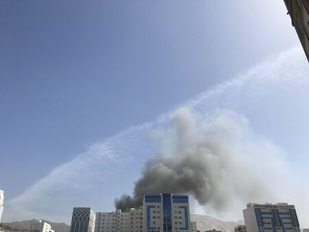 i have noticed heavy smoke coming out of an residential building due to fire from the kitchen or electric trip and needed a call for an emergency fire fighters 版權商用圖片
