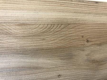 Fertig polierte Holzmaserungen über einer laminierten oder furnierten Oberfläche für eine Tischplatte für einen luxuriösen Look Tischlereiarbeiten eines Einkaufszentrums Standard-Bild