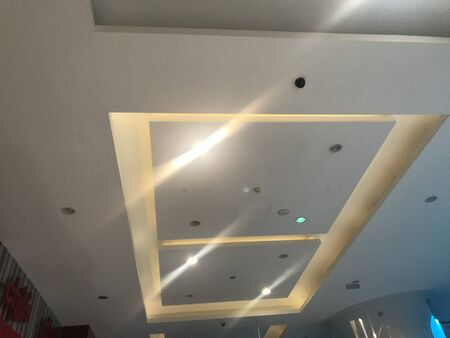 Suspended Gypsum false ceiling design view for an shopping mall interiors for architectural work 免版税图像