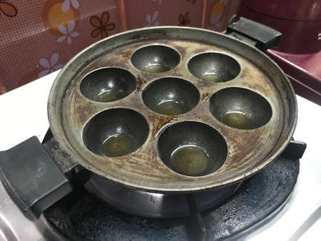 Cooking utensil Coating layer is damaged because it was overused nonstick cooking iron material to be replaced