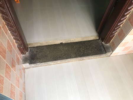 Stone made threshold at the doorstep of an house or home construction 版權商用圖片 - 157913975