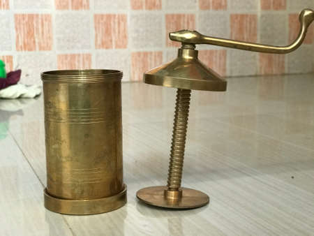 copper made Idiyappam snacks maker images and which is famous tool used in kitchen 版權商用圖片 - 158464068