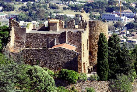 mimose: Castello di Bormes les Mimosas  Archivio Fotografico