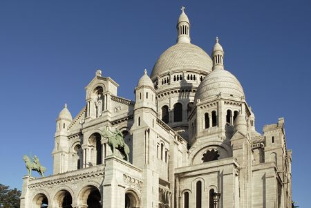 Famous Basilica of the Sacred Heart of Jesus of Paris on the butte Montmartre Stock Photo - 8005931