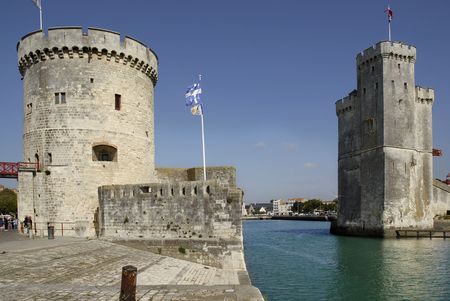 walled: Walled entry port of La Rochelle in France,tower of the Chaine (tour de la Chaîne) on the left, tower saint Nicolas (Tour saint nicolas) on the right. Region Charente Poitou Stock Photo