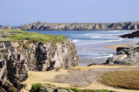 Costa rocosa de Bara de puerto de la península de Quiberon, en el departamento de Morbihan en Bretaña, noroeste de Francia Foto de archivo - 9807675