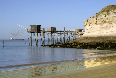 georges: Carrelets at Saint Georges of Didonne at low tide in France, region Charente-Poitou Stock Photo