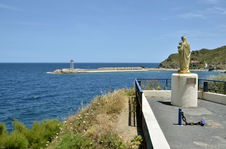 port vendres: Coastline of Port-Vendres with the statue of the Virgin and Child and the lighthouse at the harbor entrance, on the cote vermeille in the Pyrnes Orientales department, Languedoc Roussillon region, in southern France