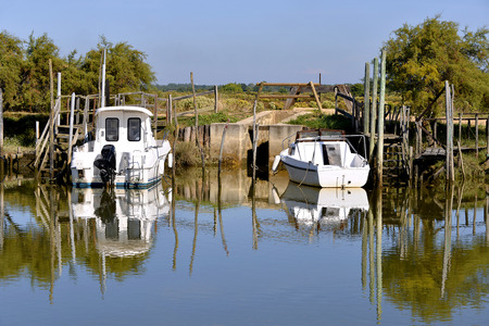 gironde: Boats in the harbor of ostreicole Audenge, is a common Located on the Northeast shore of Arcachon Bay, in the Gironde department in southwestern France. Stock Photo
