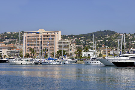 qui: Harbor and town of common GolfeJuan of the department qui AlpesMaritimes in turn belongs to the ProvenceAlpesCte d39Azur area of France
