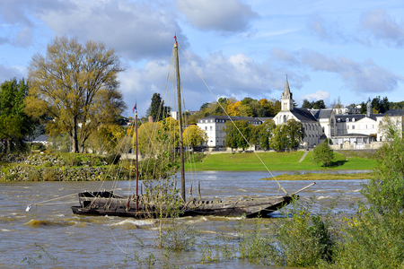 touraine: Loire River with wreck and chapel of the Great Bretche in the background at Tours, city in central France, the capital of the Indre-et-Loire department, Region Centre. Stock Photo