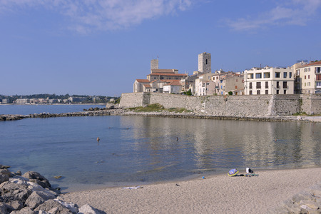 mediterranean coast: Beach and walled town of Antibes, is a Mediterranean resort town in the Alpes-Maritimes department of southeastern France, on the Cte dAzur entre Cannes and Nice, district of Grasse Stock Photo