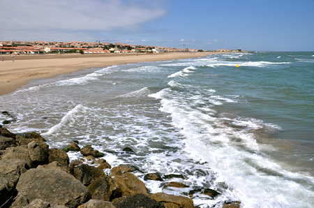 depending: Beach and town of Saint-Pierre-de-la-Mer depending on the commune of Fleury, in southern France in the Languedoc-Roussillon region Stock Photo