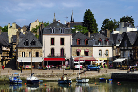 middle ages boat: Port of Saint-Goustan and buildings at Auray in the Morbihan department in Brittany in north-western France