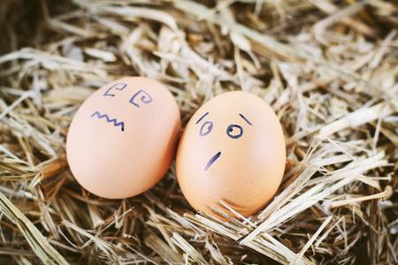 Bemalte Eier über Emotionen im Gesicht Standard-Bild - 41635190