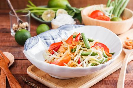 Thaise die papajasalade ook als Som Tum van Thailand wordt bekend