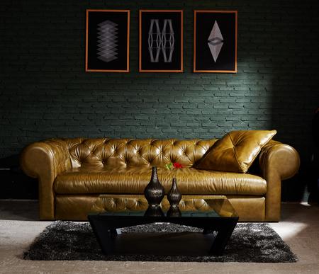 Vintage alten Stuhl, ein Sofa in der Ecke des Weinleseraum