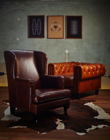 Vintage alten Stuhl, ein Sofa in der Ecke des Weinleseraum Standard-Bild