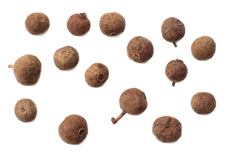 Allspice pepper isolated on white background. Peppercorn. Macro. top view Banque d'images
