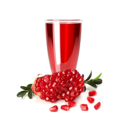 pomegranate juice splash isolated on a white background. Glass of pomegranate juice. Banque d'images