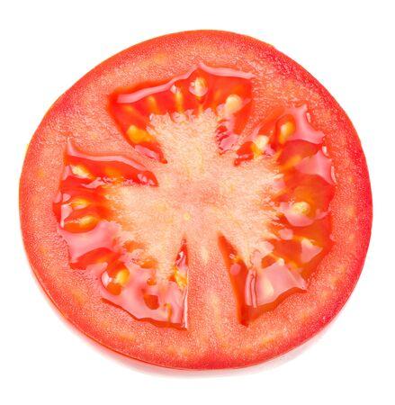 tranches de tomates fraîches isolées sur fond blanc. fermer. vue de dessus