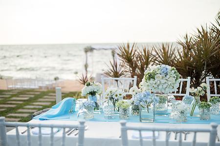 Hochzeitstisch Setup Sonnenuntergang Zeit Standard-Bild - 80031640