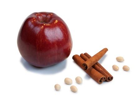 apple cinnamon: Mela rossa, cannella, arachidi Archivio Fotografico