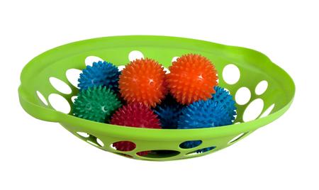 baby massage: tasse verte avec des boules de massage b�b�