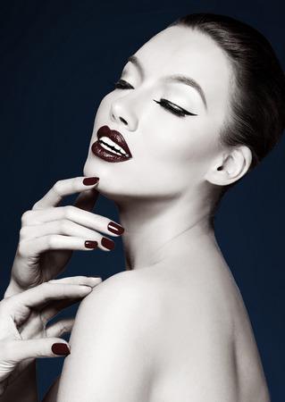 make: Black and white beautiful portrait of woman. Elegant make up. Artistic image.